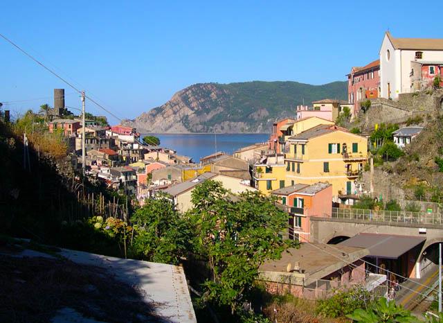 dove-vernazza-vernazza-cinque-terre-ligura-italy-why-americans-travel-there