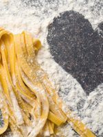 tagliatelle-preparato-amore-preparing-homemade-pasta-love