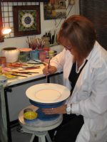 deruta-ceramic-artist-demonstrates-maiolica-pottery