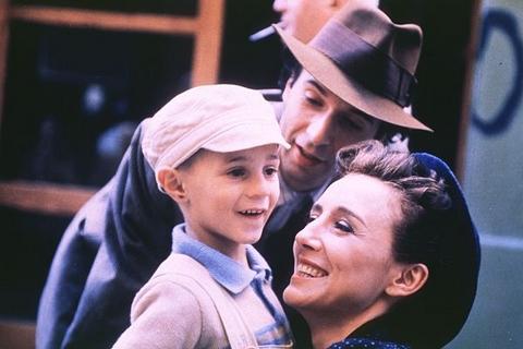 la-vita-e-bella-italian-staring-roberto-benigni-won-1999-oscar