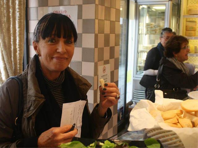 venice-italian-school-learn-italian-cheese-wine-tasting-la-casa-del-parmigiano-aliani-rialto-bridge