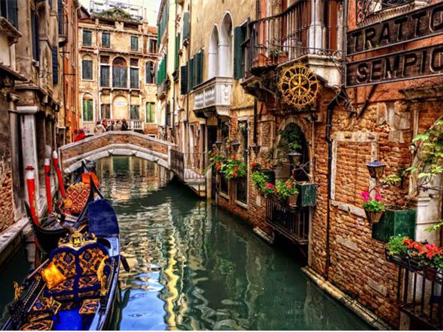 bagagli-biglietti-pronto-partire-venezia