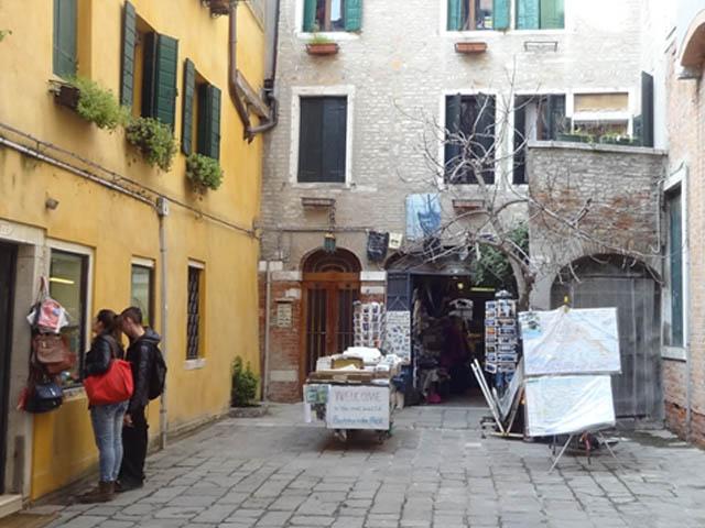 alta-acqua-libreria-venezia-oltre-ai-libri-si-trova-magia
