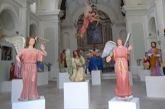 matera-festa-della-bruna-tradition-destroying-paper-mache-madonna