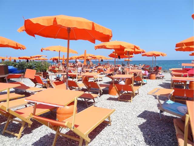 stessa-spiaggia-stesso-mare-summer-beach-etiquette-italy-mina-italian-singer