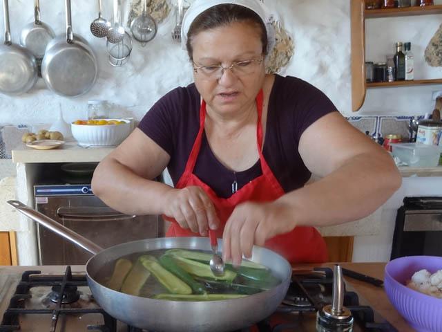 ricette-pugliese-recipes-masseria-puglia-zucchine-ripiene-orecchiette-fave-cicorie