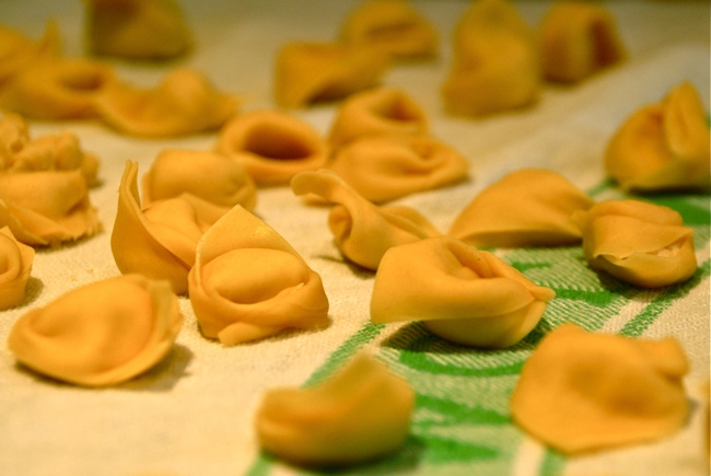 cappelletti-brodo-little-hats-broth-typical-christmas-dish-nelle-marche