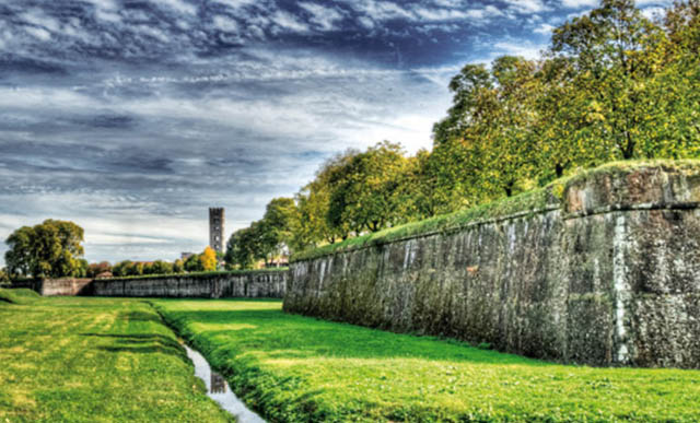 Lucca-walls-mura-medieval-city-tuscany