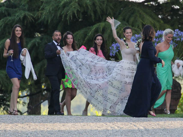 eros-italian-singer-marica-si-sposano-bride-wears-gown-music-notes