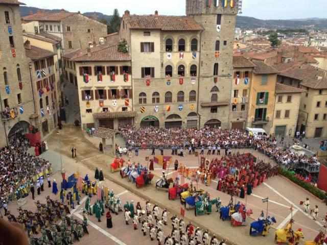 storia-arezzo-history-arezzo-filmed-aldo-moro-elementary-students