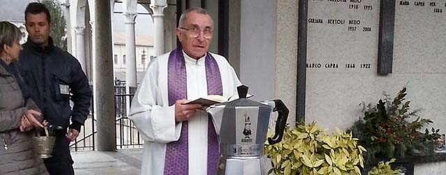 renato-bialetti-ashes-buried-in-giant-Moka-coffee-pot