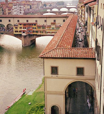 ponte-vecchio-florence-famous-medieval-historic-landmark-now-canvas