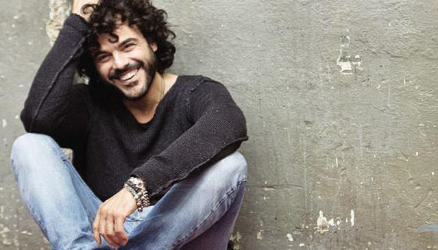 Francesco Renga Spotlighting Italian Singer and new CD Guardami Amore