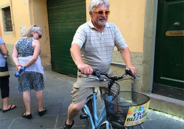biking-lucca-wall-tuscany