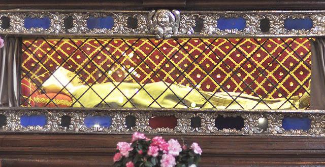 santa-margherita-di-cortona-saint-encased-glass