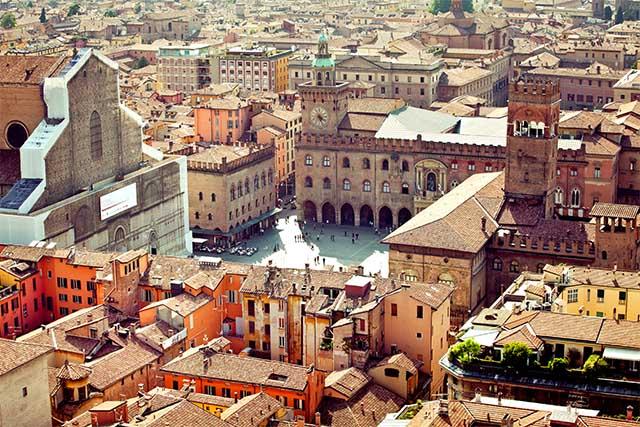 laura-antonella-directors-love-italian-school-bologna-porticos-San-Luca-Jewish-Ghetto-Red-City